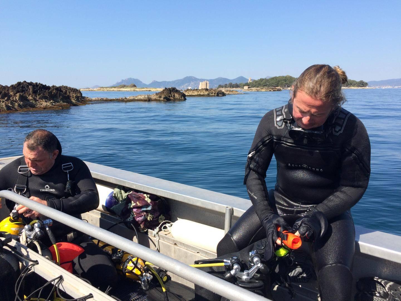 Devant l'îlot Saint-Ferréol, Jean-Nicolas Detourbet participe à l'initiative de NatruDive.
