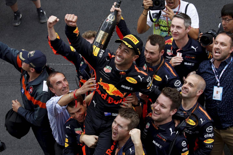 Le vainqueur Daniel Ricciardo et son équipe.