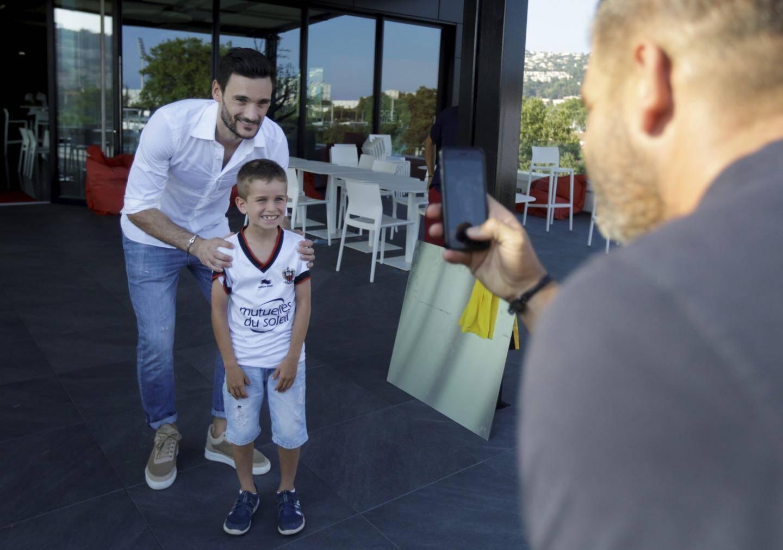 Lloris a pris le temps de faire quelques photos avec les enfants.