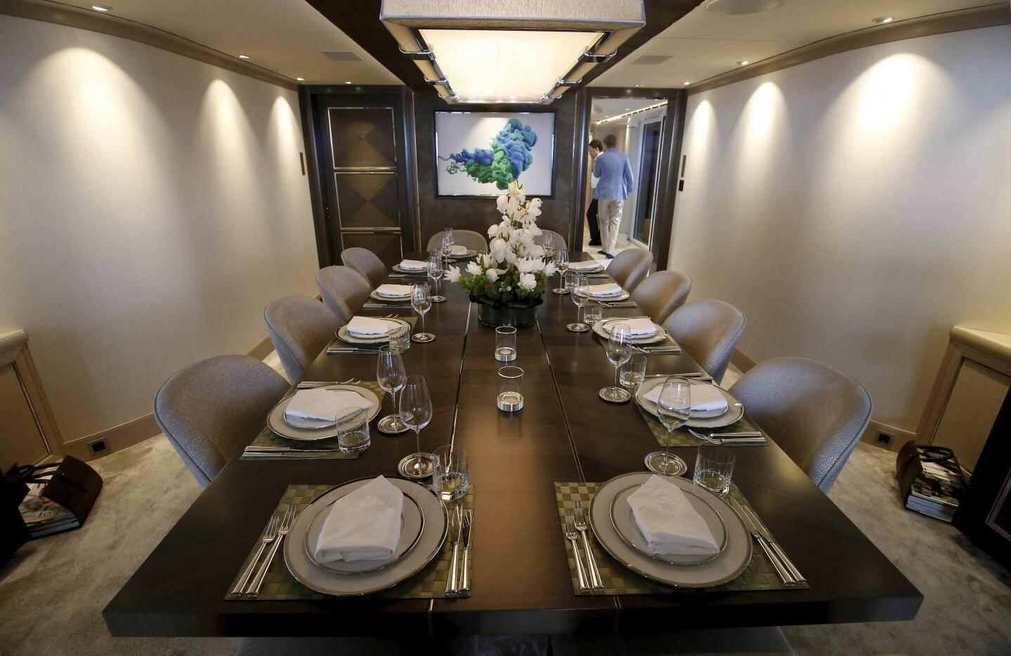 Une salle à manger pouvant recevoir 20 personnes