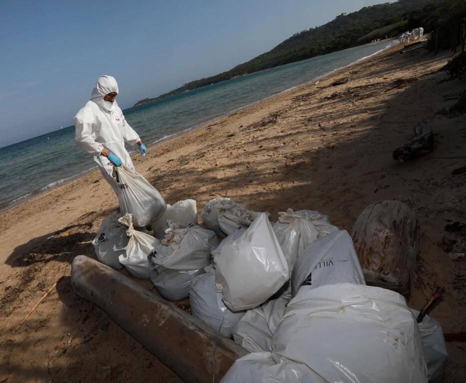 Sur la plage de La Courtade, la pollution est discrète.