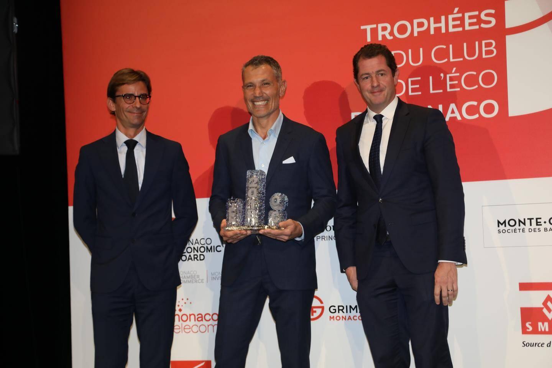 Laurent Puons (Sportel Monaco Mediax), récompensé par Emmanuel Van Peteghem (SBM) et Loïc Chollet-Vergé (Caisse d'Epargne Côte d'Azur).