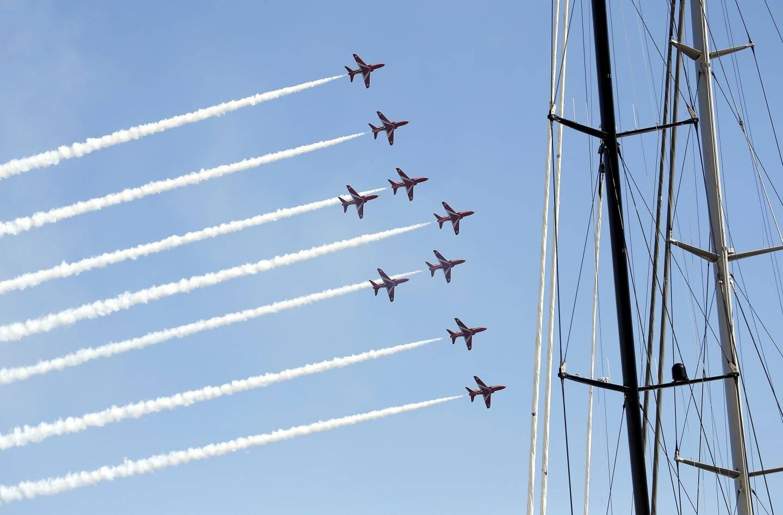 27 septembre : le show acrobatique des Red Arrows de la Royale Air Force pendant le Monaco Yacht Show. Spectaculaire !