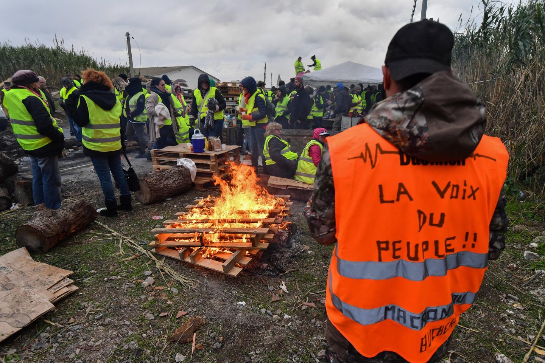 En France, le droit de manifester est inscrit dans la déclaration des droits de l'homme et du citoyen. Mais le Code de la sécurité intérieure impose d'avertir les autorités.