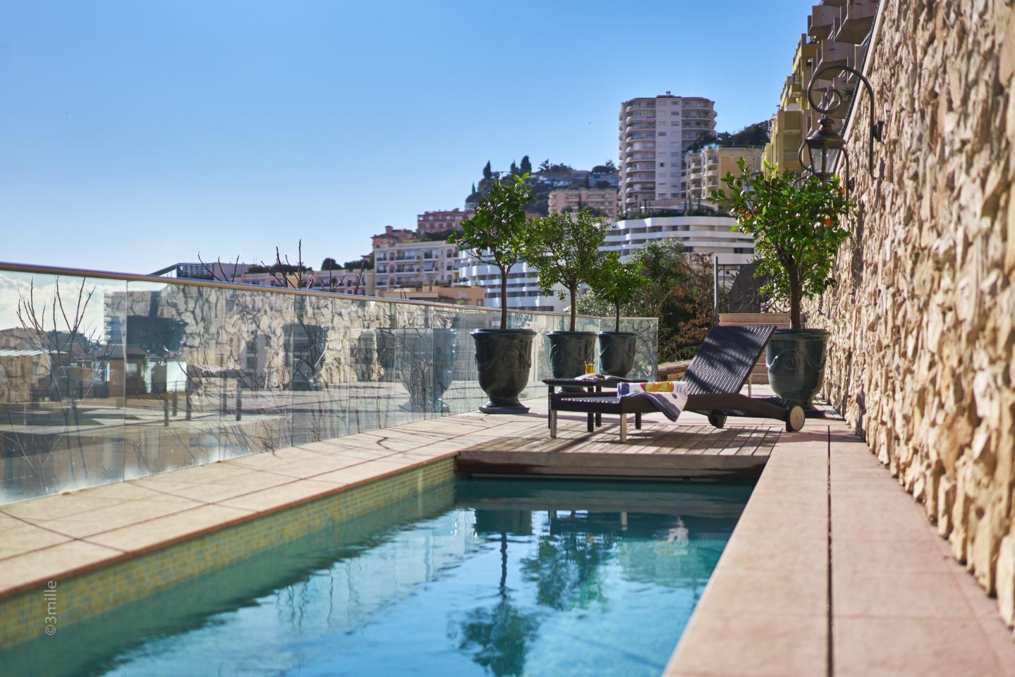 Une piscine de 22 mètres de long.