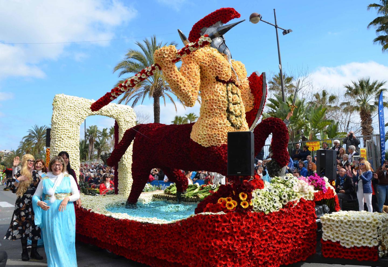 Le char de la ville de la Crau a remporté le premier prix dans la catégorie Moyen chars.