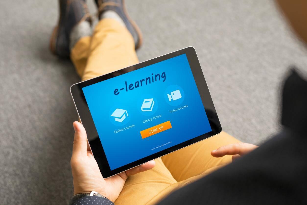 74% des professionnels interrogés sont prêts à suivre une formation diplômante en e-learning au cours des deux prochaines années.