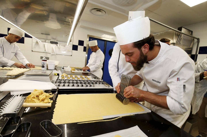 Auparavant éparpillée dans les établissements, la production centralisée de boulangerie pour la SBM permet aujourd'hui également de vendre aux particuliers, dans un espace boulangerie au Mada One.