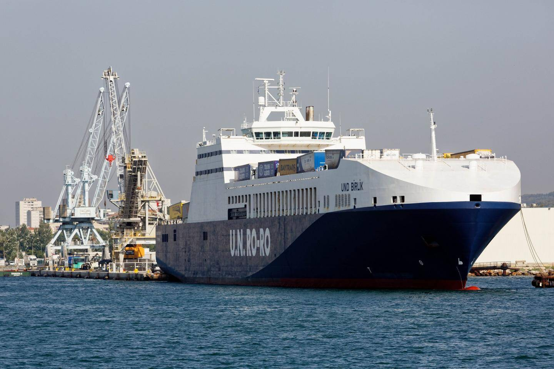 Depuis 2011, les rouliers d'UN Ro-Ro, qui assurent une liaison maritime commerciale entre La Seyne et Pendik, sont des habitués de la rade où leur présence génère retombées économiques et emplois. Mais à partir de cet été, l'une de leurs trois escales hebdomadaires sera supprimée.