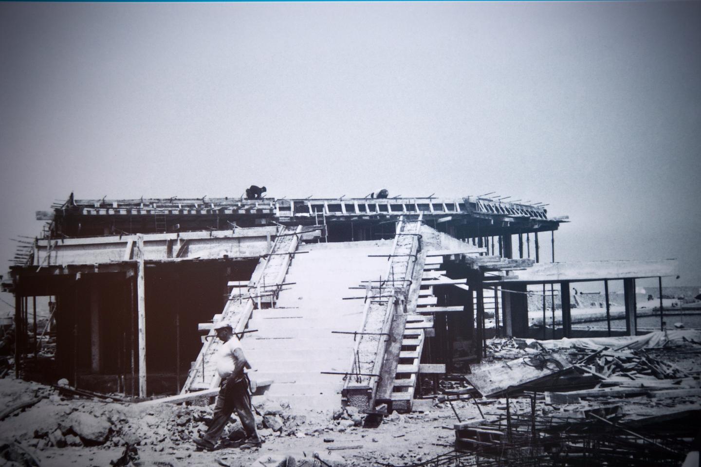 Établissement de renom sur le port de La Napoule, le bâtiment de la Brocherie - et de la Corderie - prend forme ici, avec son célèbre escalier d'accès à la terrasse.