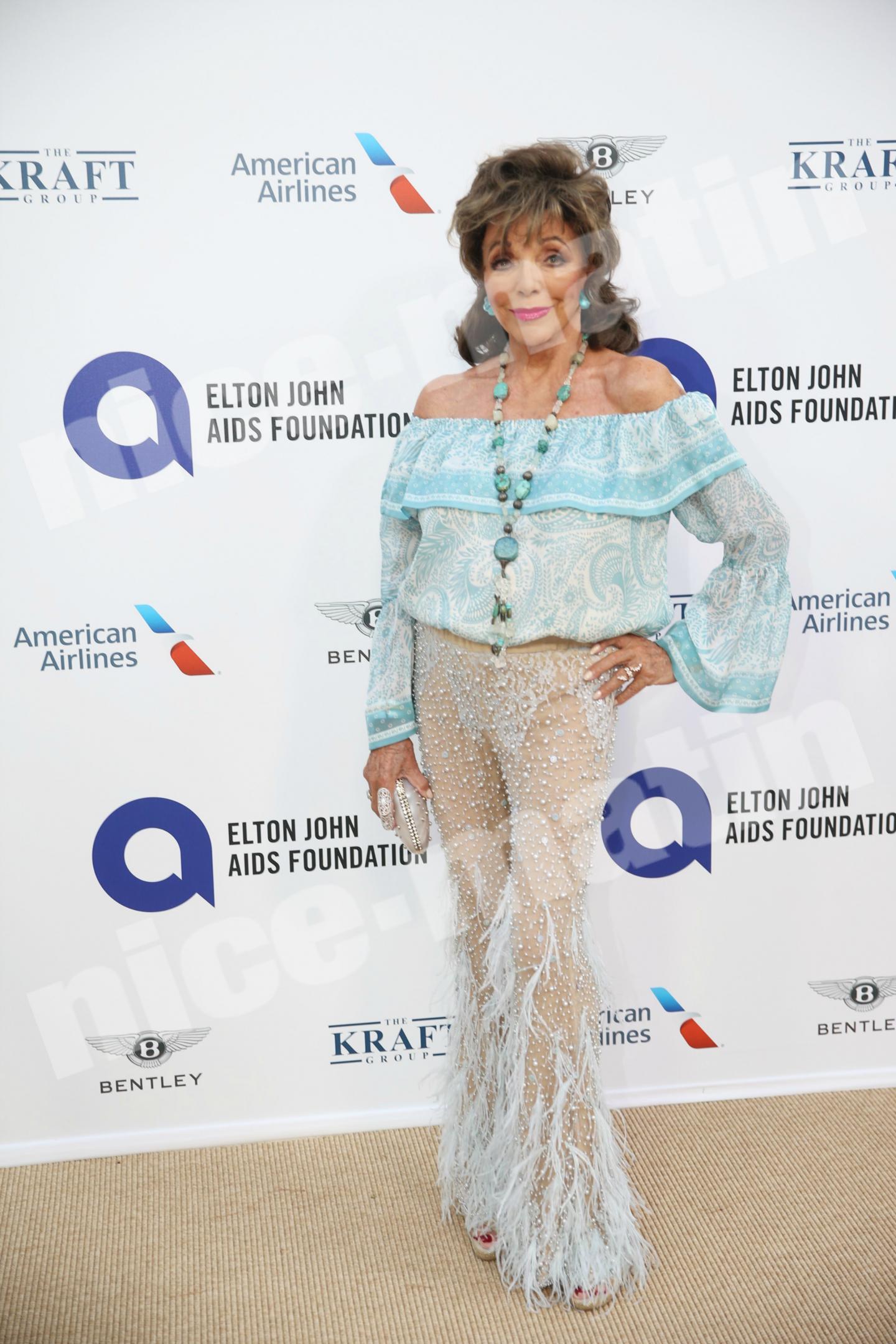 L'actrice star de Dynastie, Joan Collins toujours aussi coquette