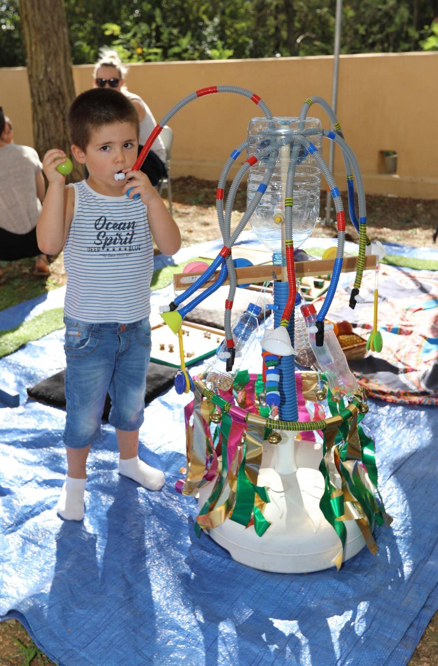 Test de jouets issus de matériaux de récup.