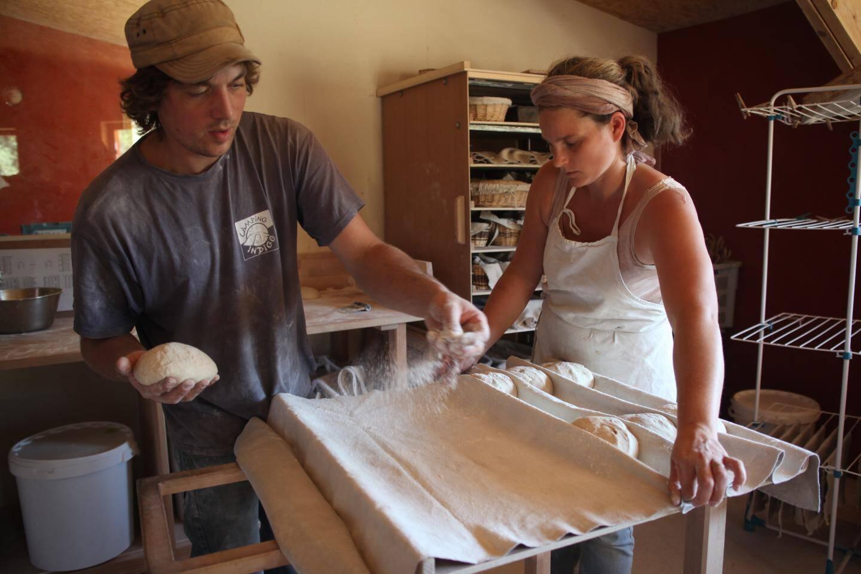 Vincent et Blandine Arcusa, paysans-boulangers à Tourves.