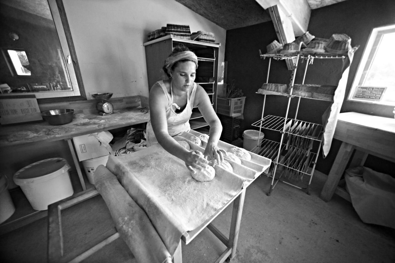 Vincent et Blandine préparent cinq fournées par semaine, soit environ 250 kilos de pain.