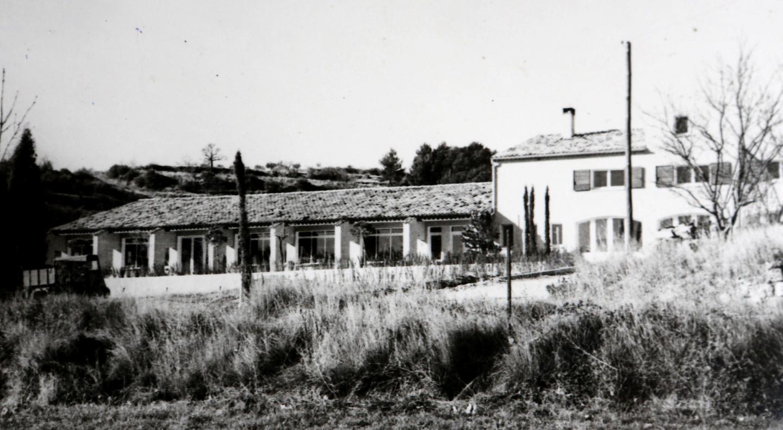 La faïencerie au pied du village. La première cuisson aura lieu le 20 avril 1969.