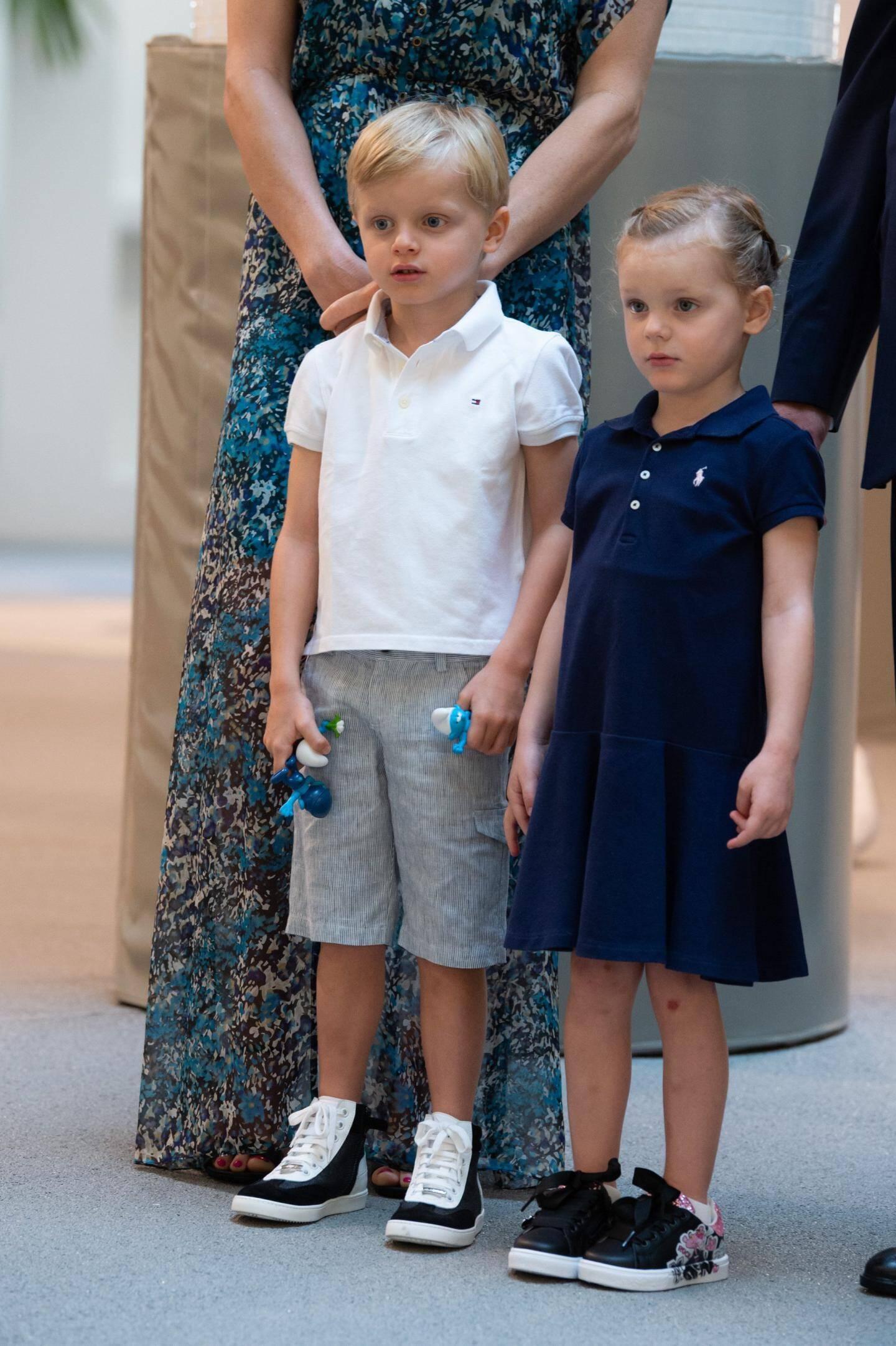 10 septembre.Après une première année scolaire à la Petite École, les enfants du couple princier font leur rentrée à l'école publique Stella.