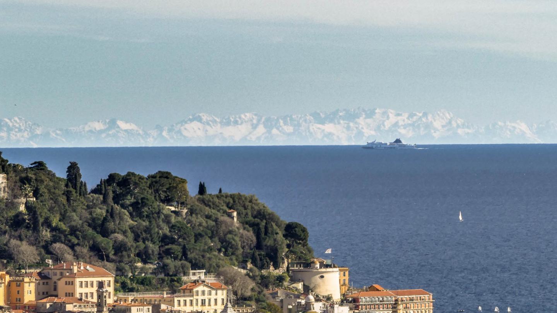Au loin, la Corse...