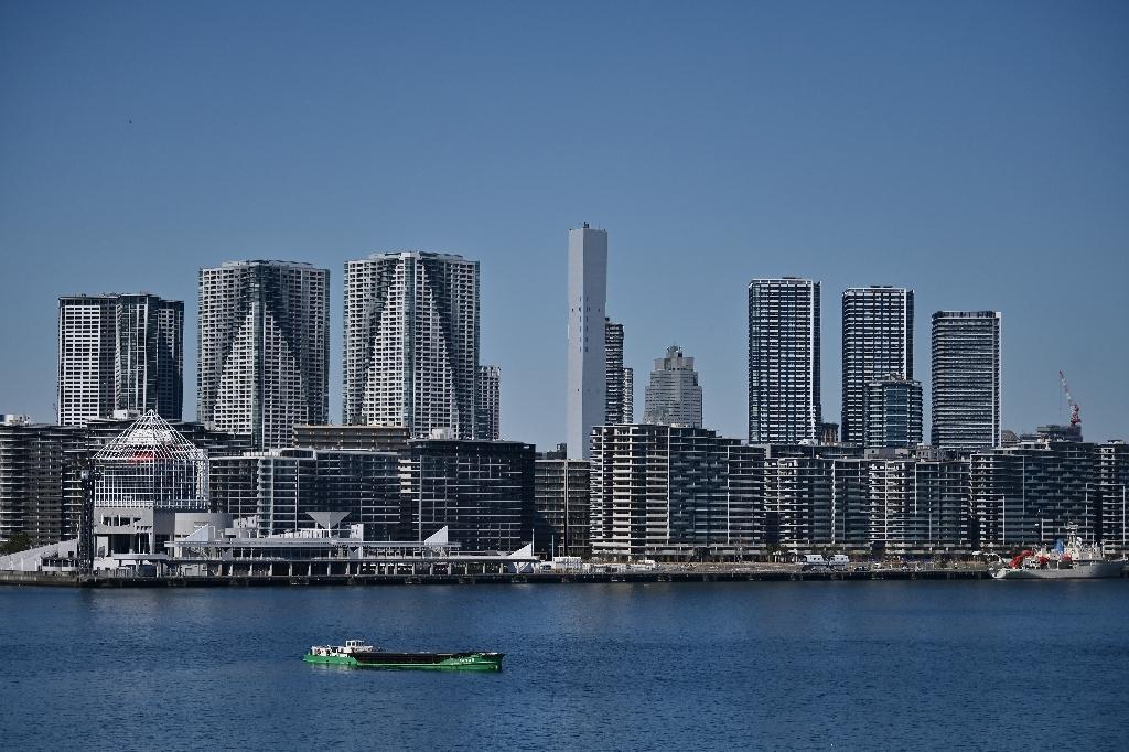Au premier plan, les immeubles qui devaient être ceux du Village olympique des JO-2020 le 25 mars 2020 à Tokyo