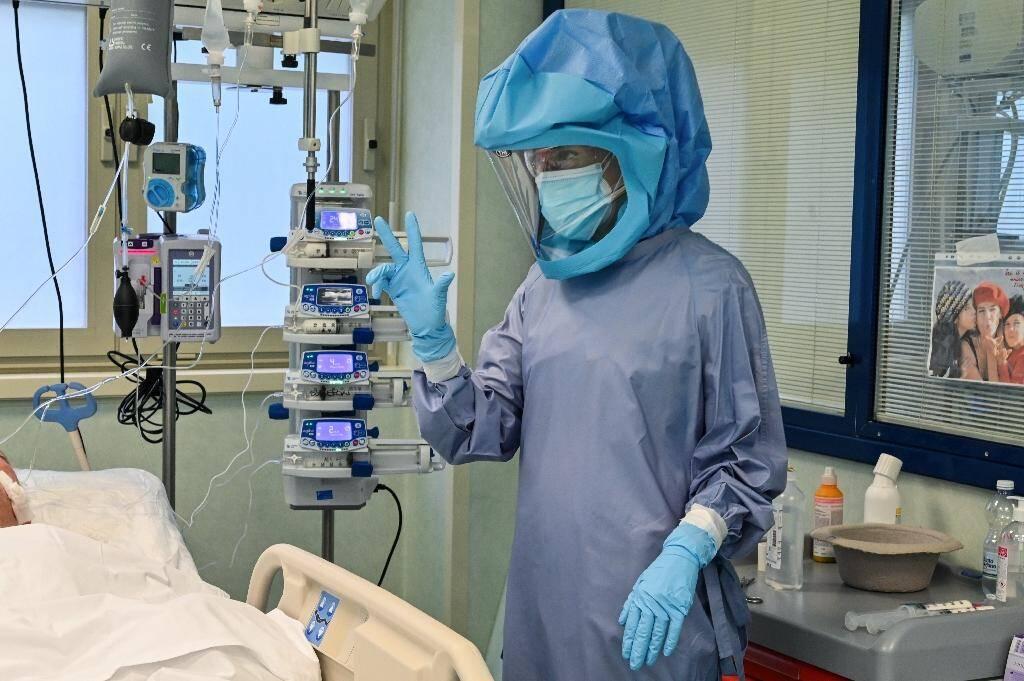 Une soignante à l'hôpital Tor Vergata de Rome, le 24 novembre 2020