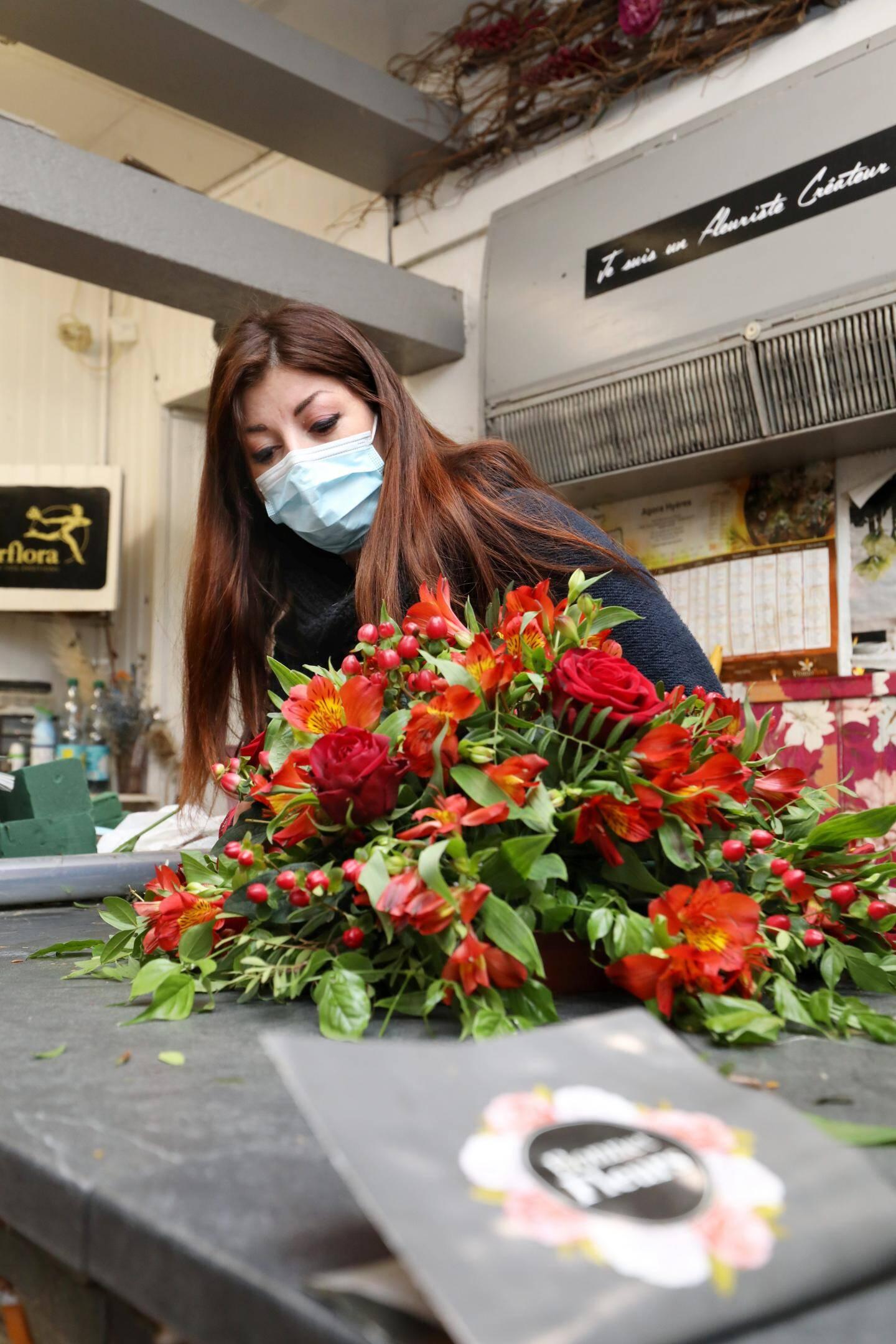 Alison, responsable de Bonnet fleurs; éprouve les pires difficultés à joindre les deux bouts.  bonnet fleurs