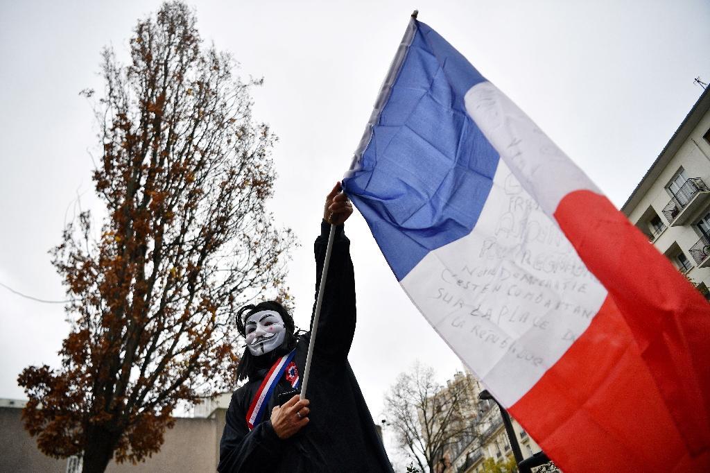 Un manifestant dans le rassemblement à Paris le 5 décembre 2020, contre la loi Sécurité globale