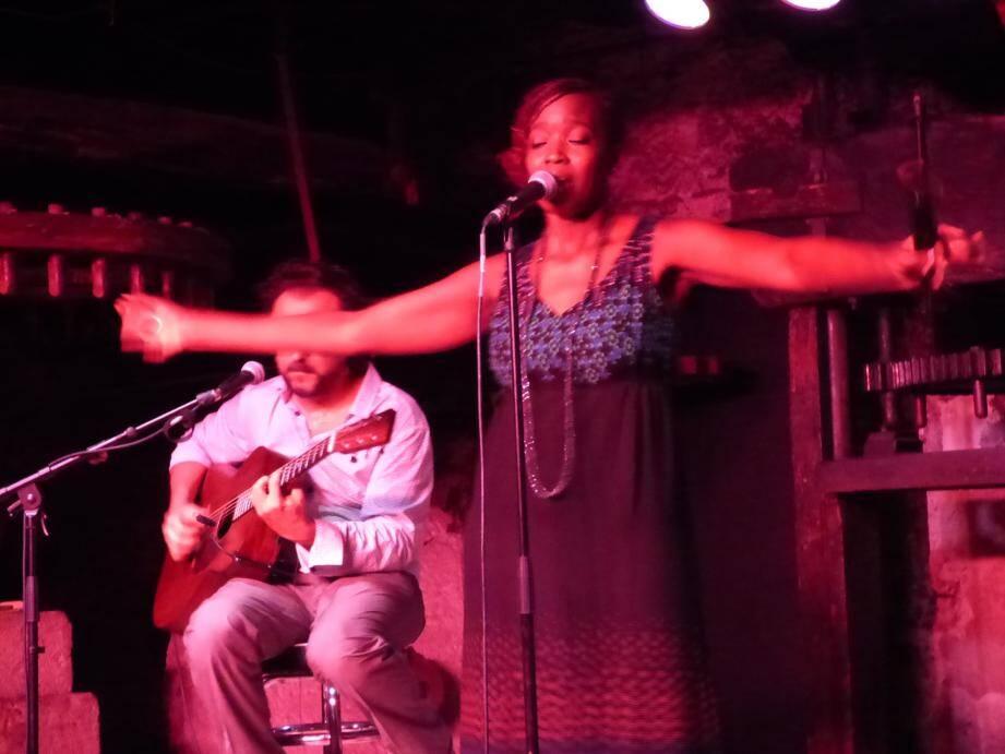 Les concerts intimistes des « Nuits du Sud », salle des Meules, vont être reconduits cette année.Sur notre photo, la chanteuse française d'origine sénégalaise vivant en Italie, Awa Ly.