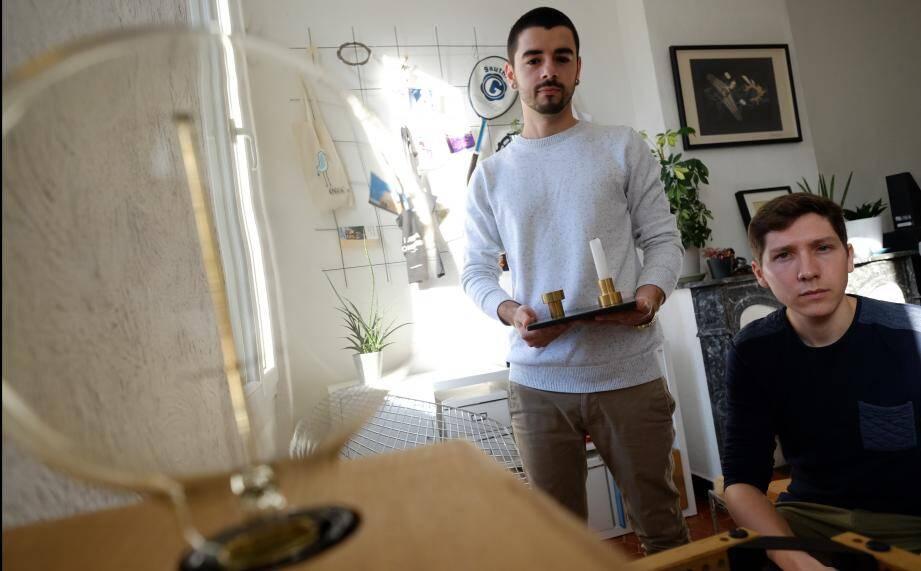 Jeunes diplômés en Design, les Toulonnais Sylvain et Guillaume ont lancé leur boîte: Klaxon Designers.