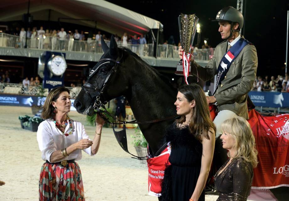 La princesse Caroline et Charlotte Casiraghi ont félicité Alberto Zorzi sous les yeux de Bill Gates et Bruce Springsteen (ci-dessous).