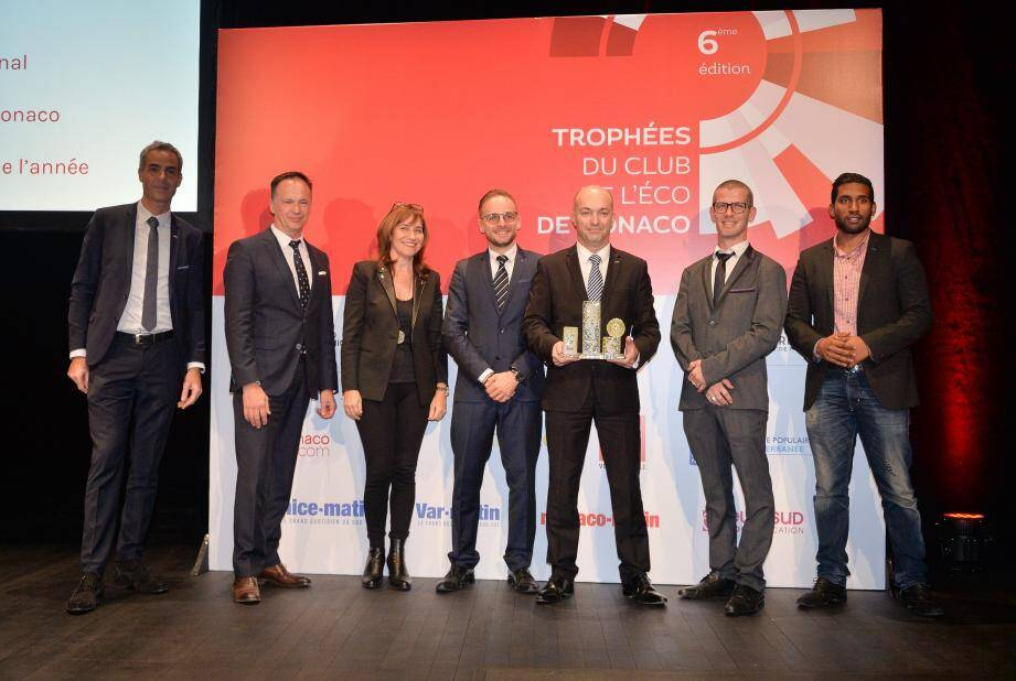 Thierry Leray récompensé par Sylvie Biancheri (Grimaldi Forum), Martin Peronnet (Monaco Telecom) et Michel Prost-Dumont (Banque Populaire Méditerranée).