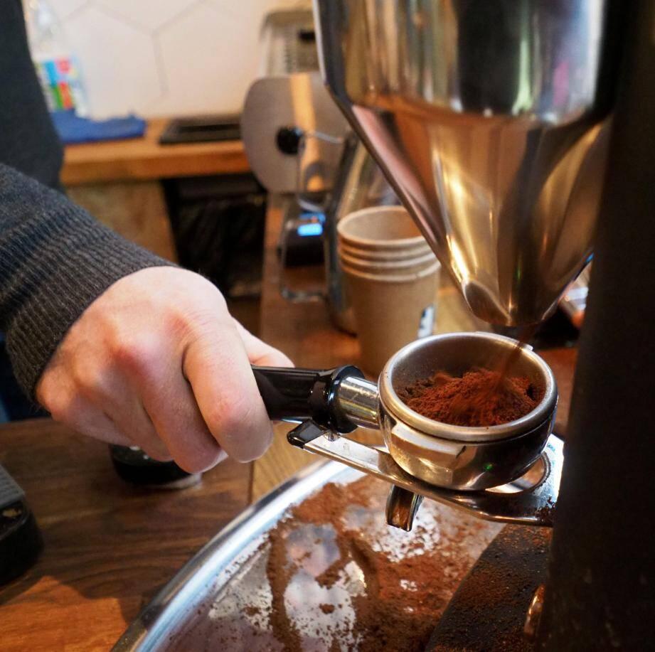 Franck Madei a ouvert son atelier de torréfaction l'été dernier. Vous pouvez y déguster un café du Burundi, du Brésil, du Salvador, d'Éthiopie et bientôt du Panama.