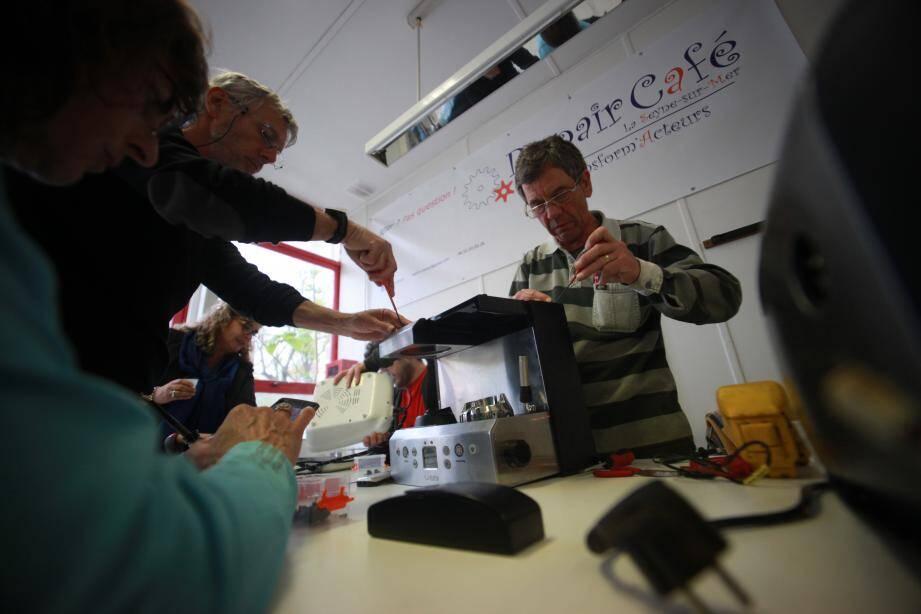 """Le """"Repair Café"""" de La Seyne-sur-mer est la première structure de ce type créée dans le Var. Elle recherche toujours des réparateurs bénévoles..."""