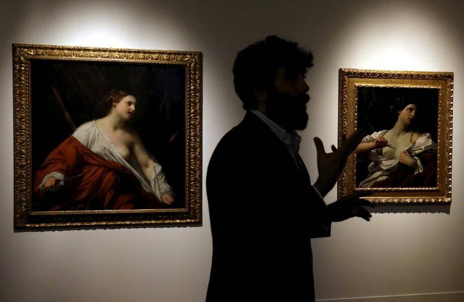 La confrontation de ces deux representations de Lucrèce, réalisées autour de 1630, est saissisante.