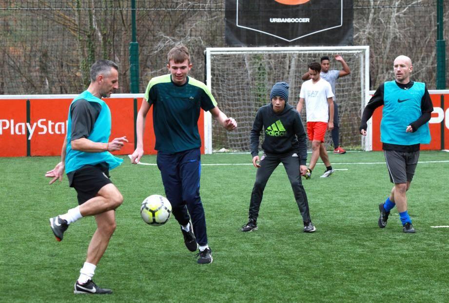 Le foot à 5 se démocratise, dans les Alpes-Maritimes huit complexes existent.