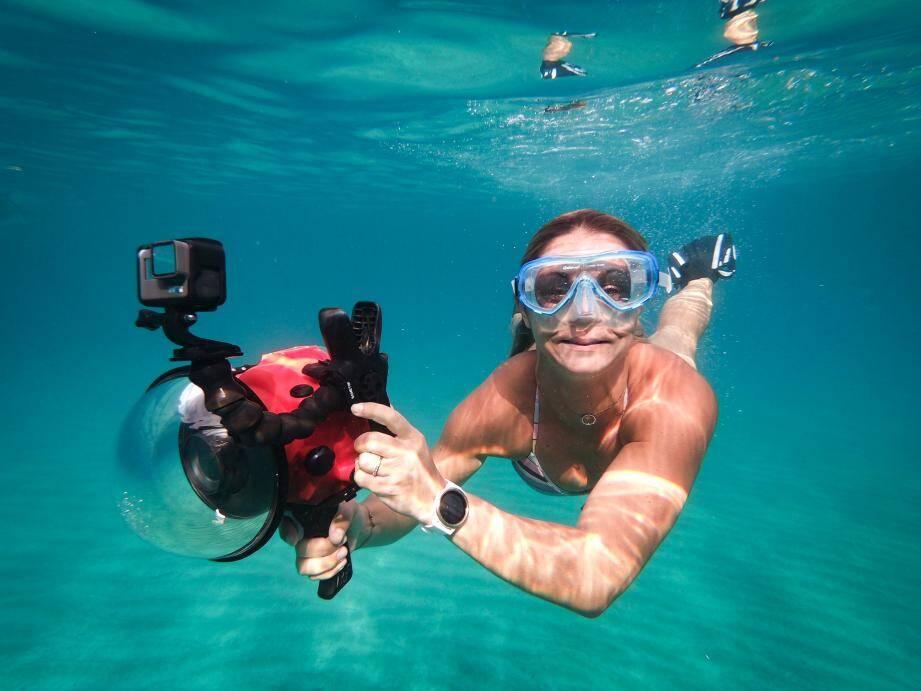 Danièle Muller, photographe sous-marine autodidacte, en action dans les eaux de l'agglomération.