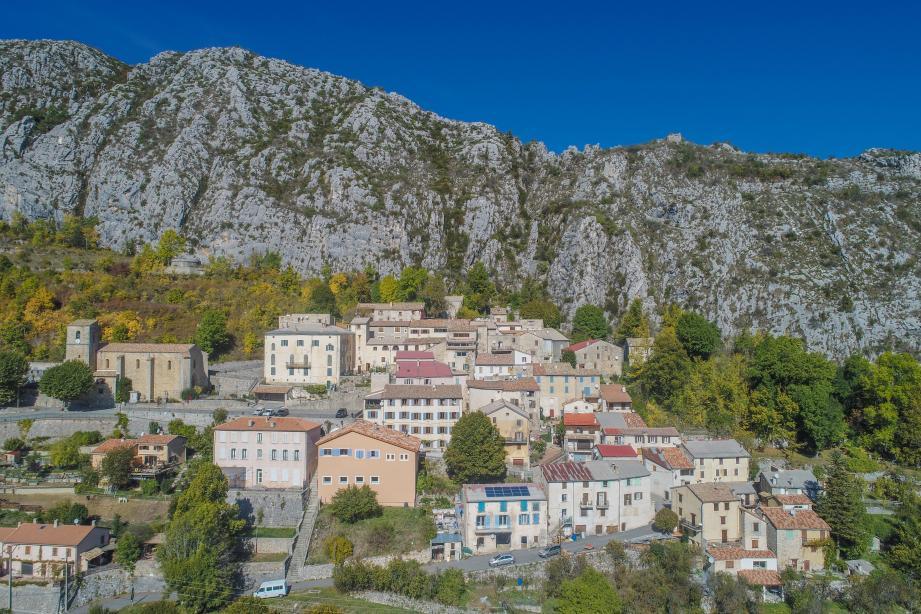 Une vue aérienne de Saint-Auban.