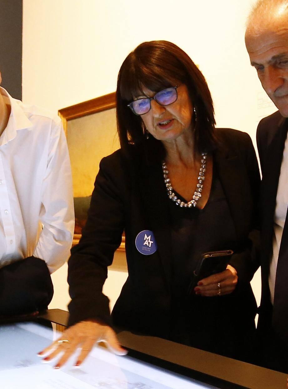 La conservatrice Brigitte Gaillard hier soir lors de la visite inaugurale du Musée d'art de Toulon.
