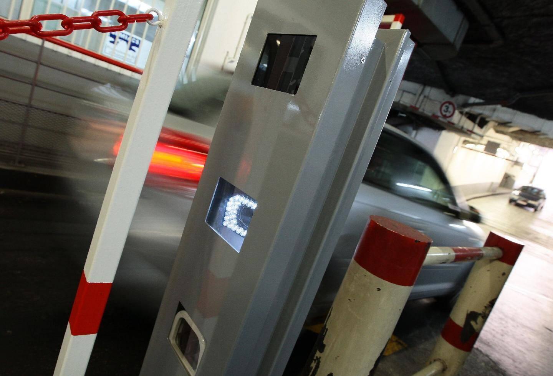Depuis le 25 août, le parking du Palais de la Méditerranée est équipé, aux entrées et sorties, de caméras qui enregistrent les numéros d'immatriculation.(Photos François Vignola)
