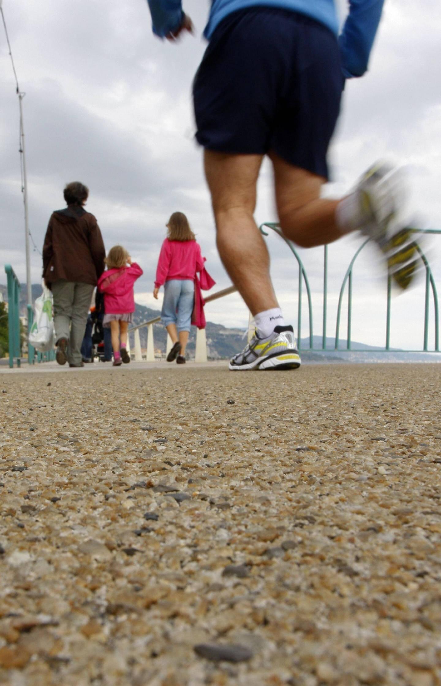 Un enrobé « végétal » jaune remplacera le revêtement d'origine. Plus agréable pour les promeneurs et plus souple pour les sportifs.