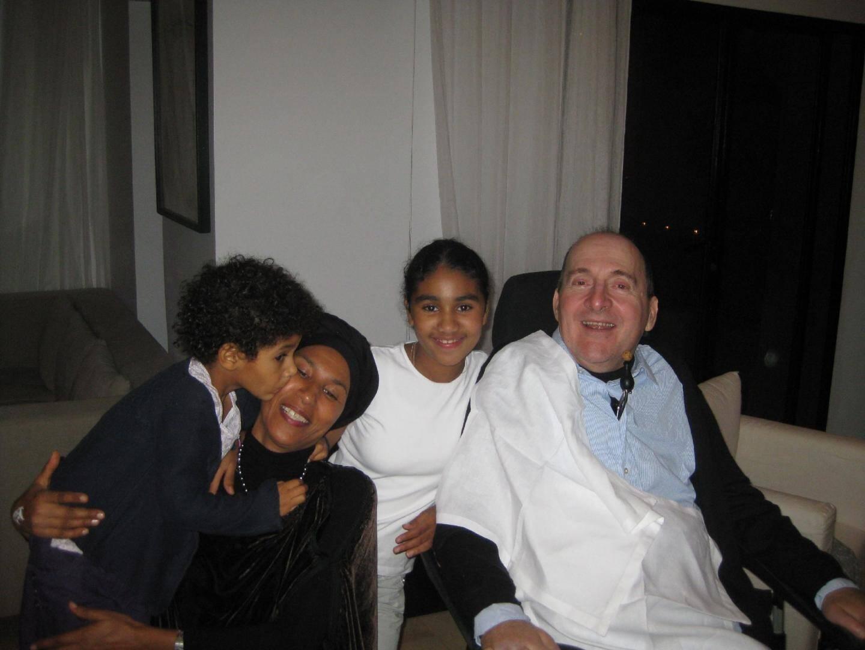 Comme son ami, Philippe a rencontré sa nouvelle épouse au Maroc et le couple a adopté deux enfants.