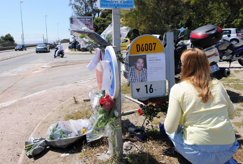 Après la marche blanche, hier matin, d'autres sont venus déposer fleurs et messages.