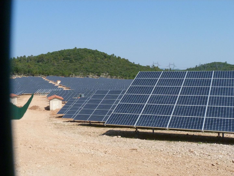 Trente hectares d'énergie solaire au massif d - 17968595.jpg