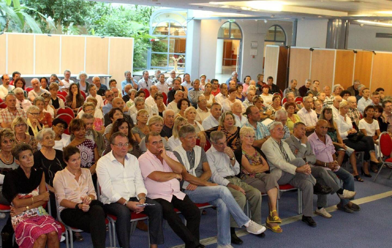 Plus de deux cents personnes ont interpellé le maire et les architectes lors de cette réunion publique au forum du casino.