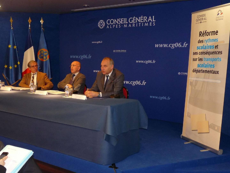 Entouré d'Honoré Colomas et de Jean-Paul David, Eric Ciotti soutient les maires qui demandent le report de la réforme à la rentrée 2014.