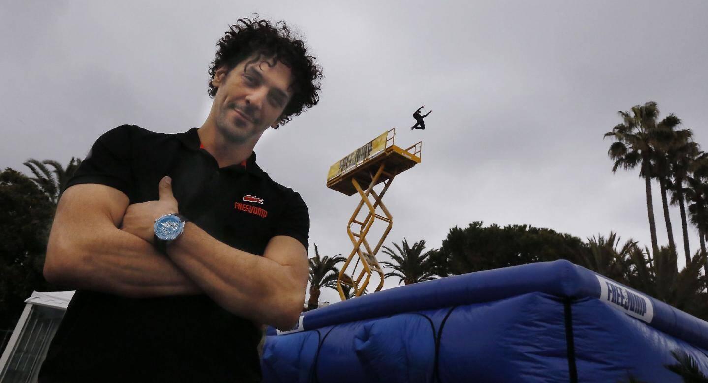 Après « la parenthèse inattendue » de Francis Lopez récemment sur France 2, Tomer Sisley s'en est offert une autre sur la Croisette hier, où le comédien-cascadeur a présenté son Free-Jump.