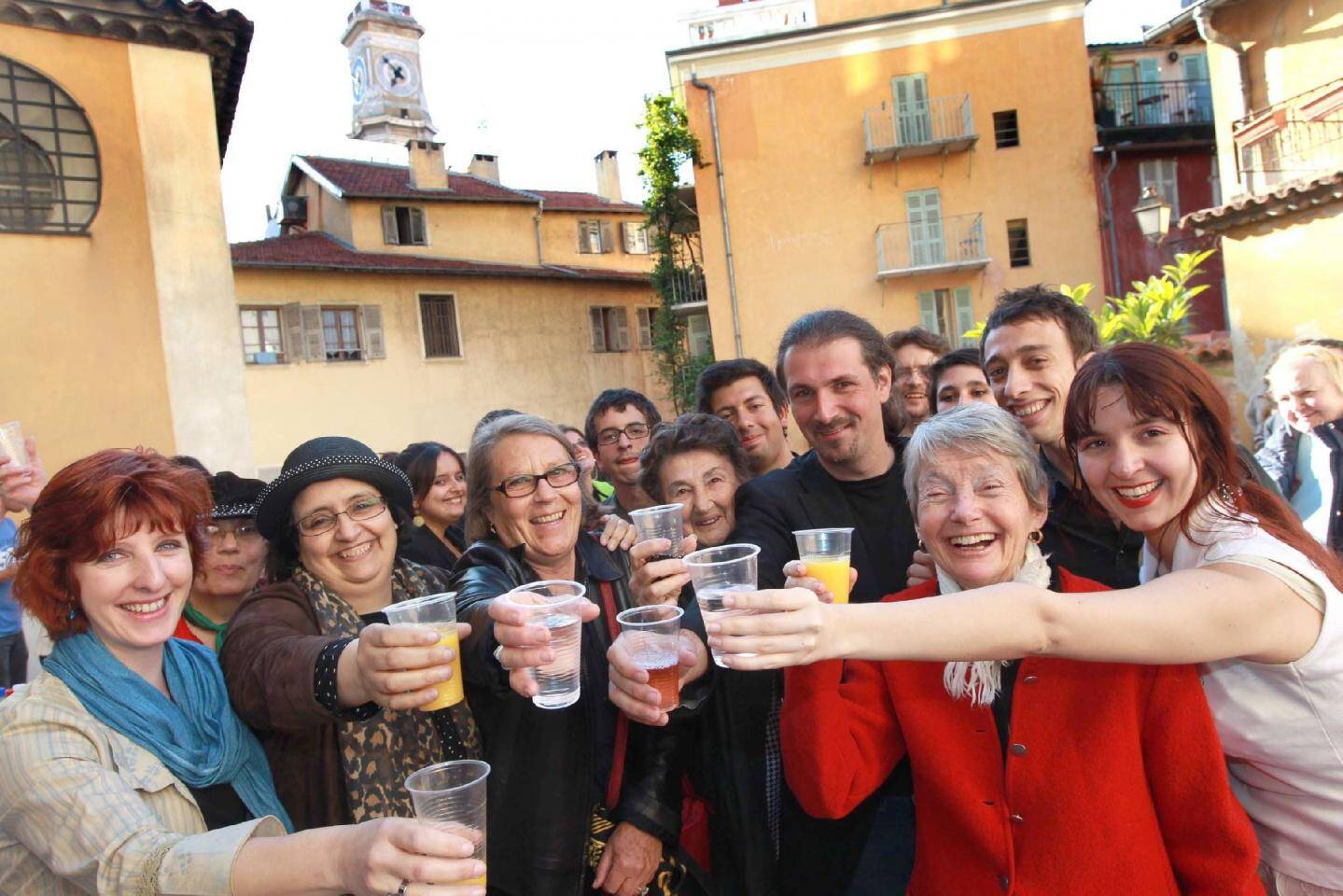 Habitants du Vieux-Nice et internautes sont venus à la rencontre des blogueurs.