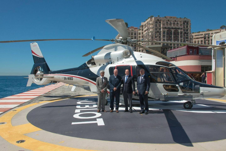 Les hélicoptères Monacair atterrissent sur le - 21231139.jpg