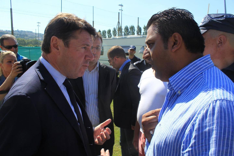 Un échange « musclé » entre les gens du voyage et le député-maire de Nice, Christian Estrosi, à voir en vidéo sur www.nicematin.com.