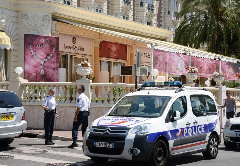 Les bijoux ont été volés il y a 8 jours dans la salle d'exposition du Carlton de Cannes.
