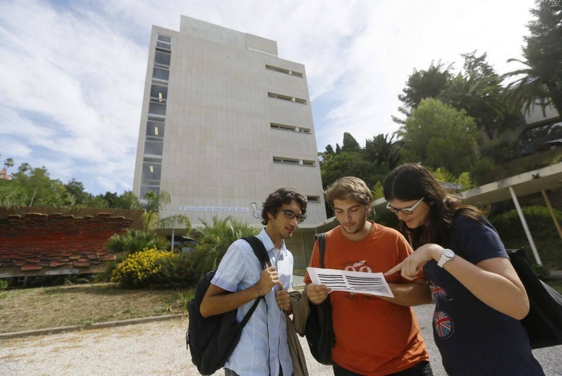 Des étudiants, ce lundi, sur le campus Valrose de Nice.