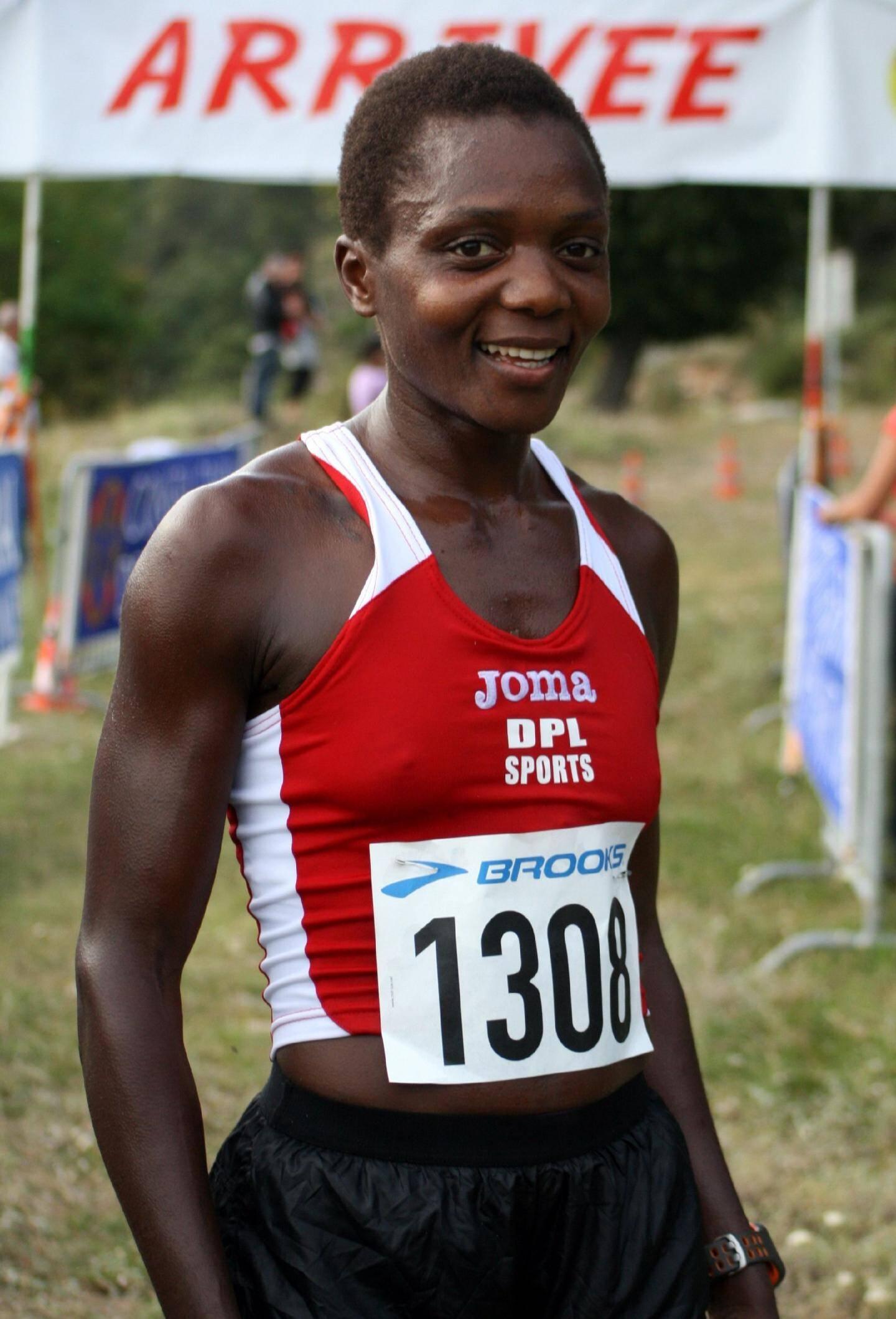 Juliet Champion, première femme pour sa première ascension du col de Braus.